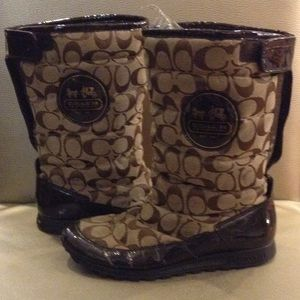 Coach Snow Boots with Brown Color Logo and Leather